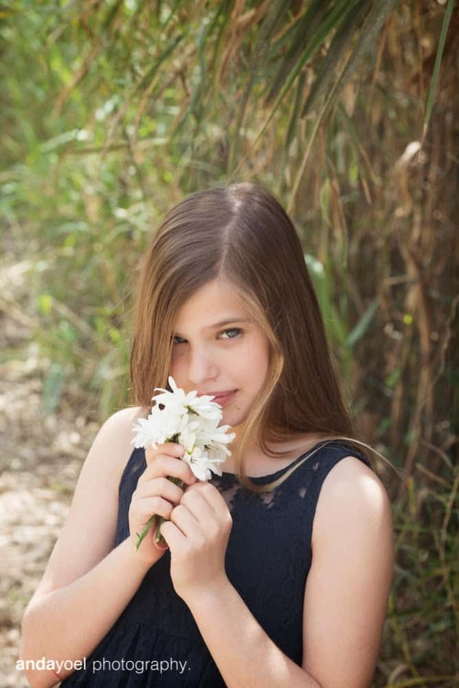 תמר עם פרח לבן - אנדה יואל