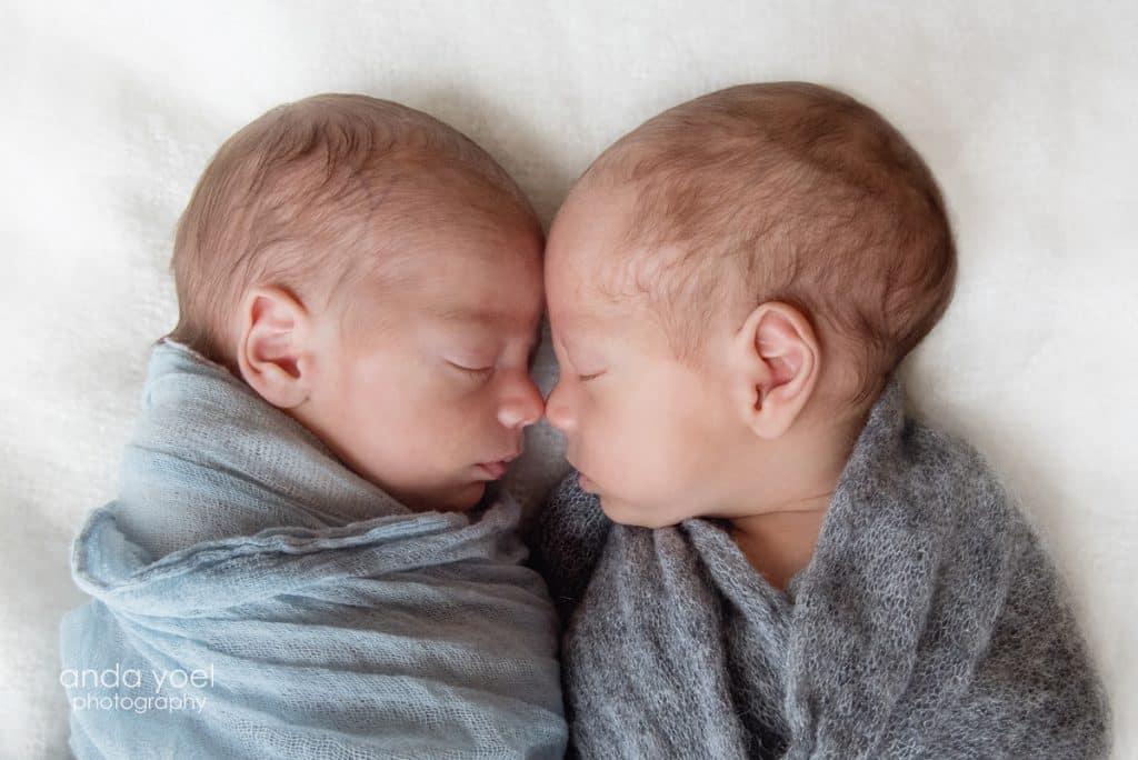 צילומי ניובורן תאומים בסטודיו אנדה יואל