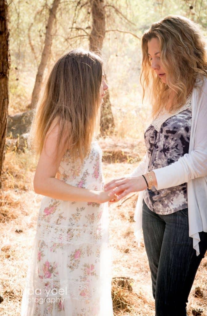 אמא ובת בטבע מסדרת צילומי בת מצוה בטבע אנדה יואל