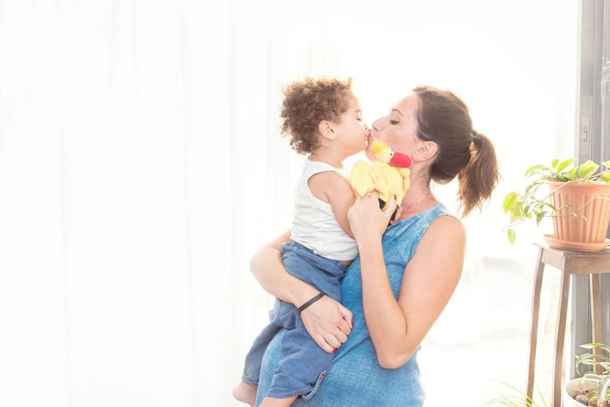 מתוך צילומי הריון בבית של אנדה יואל צלמת הריון