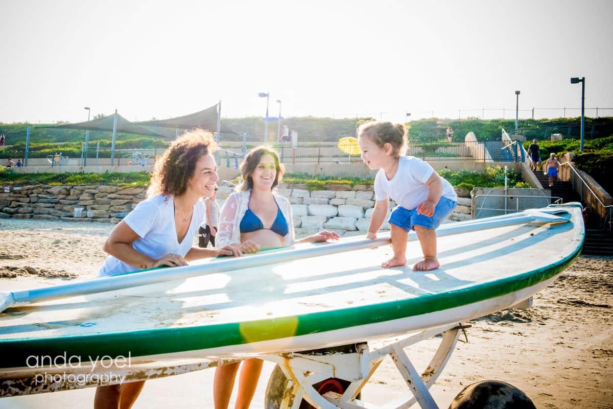 צילומי הריון ומשפחה בחוף תל אביב מסדרת צילומי ההריון של אנדה יואל