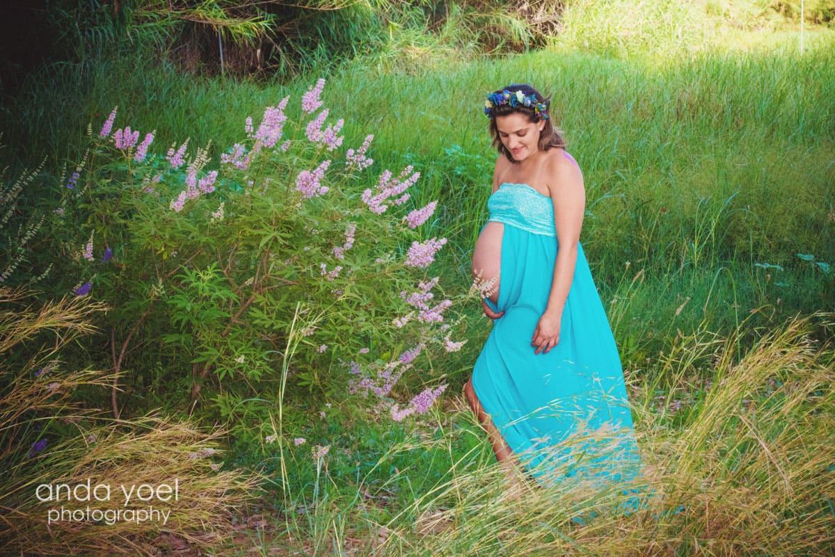 צילומי הריון בטבע על רקע הזריחה מסדרת צילומי ההריון של אנדה יואל