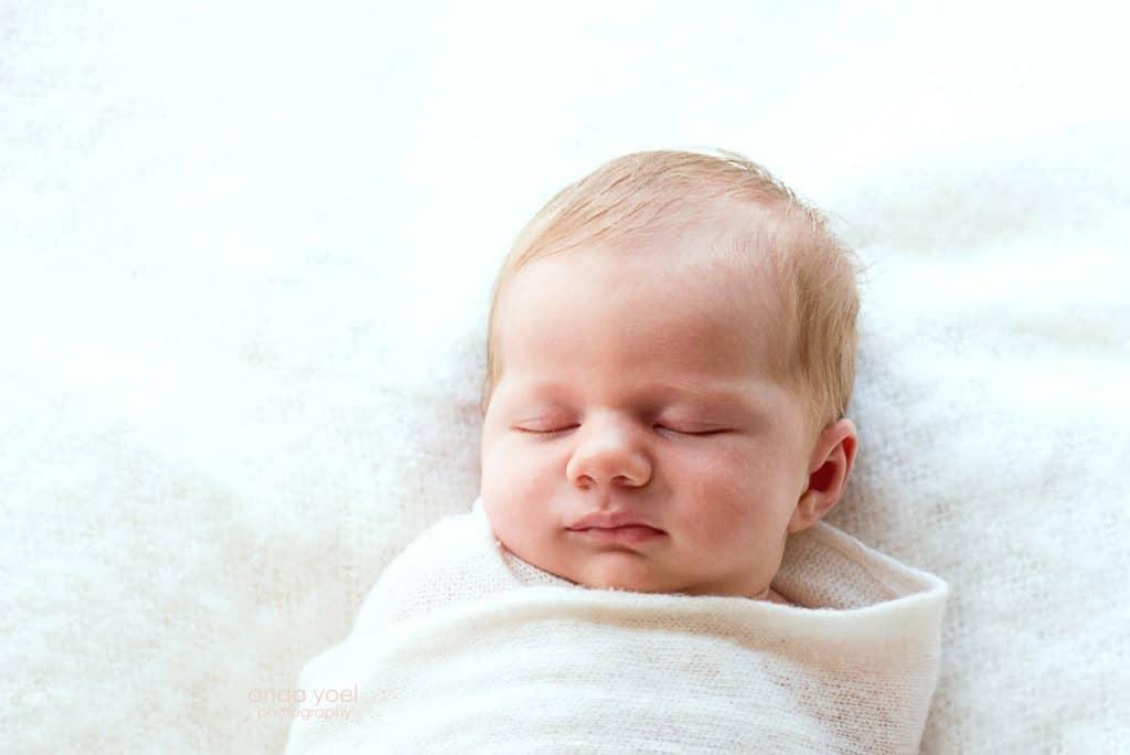 צילומי ניובורן תינוקת ישנה - סטודיו אנדה יואל