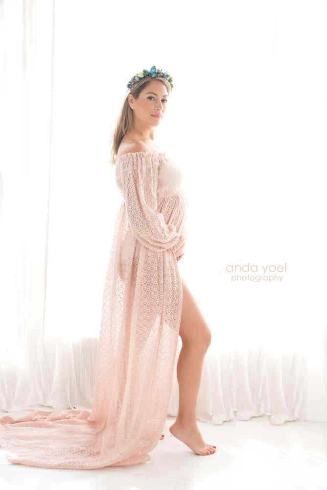 ליהיא גרינר בצילומי מעקב הריון שבוע 12 בשמלה בצבע אפרסק - אנדה יואל