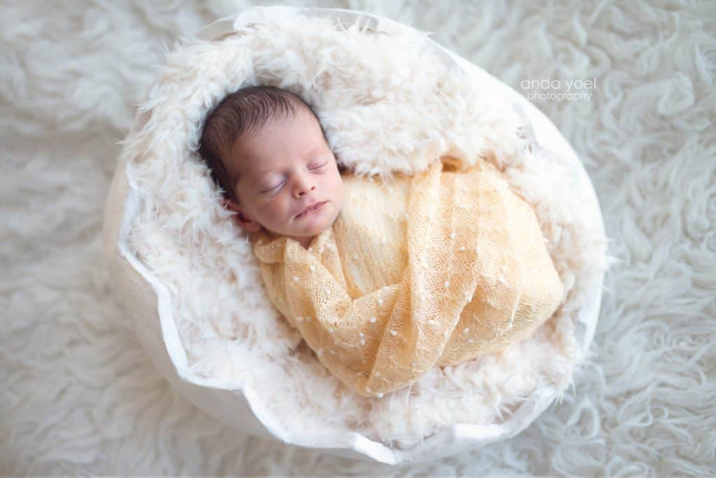 Newborn baby boy in an egg shell - newborn photographer in Tel Aviv- Anda Yoel