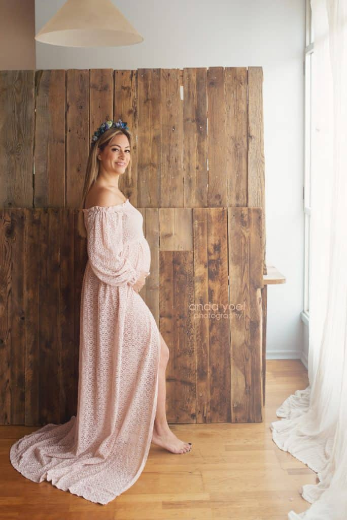 ליהיא גרינר בצילומי תיעוד הריון שבוע 12 בשמלה בצבע אפרסק - אנדה יואל