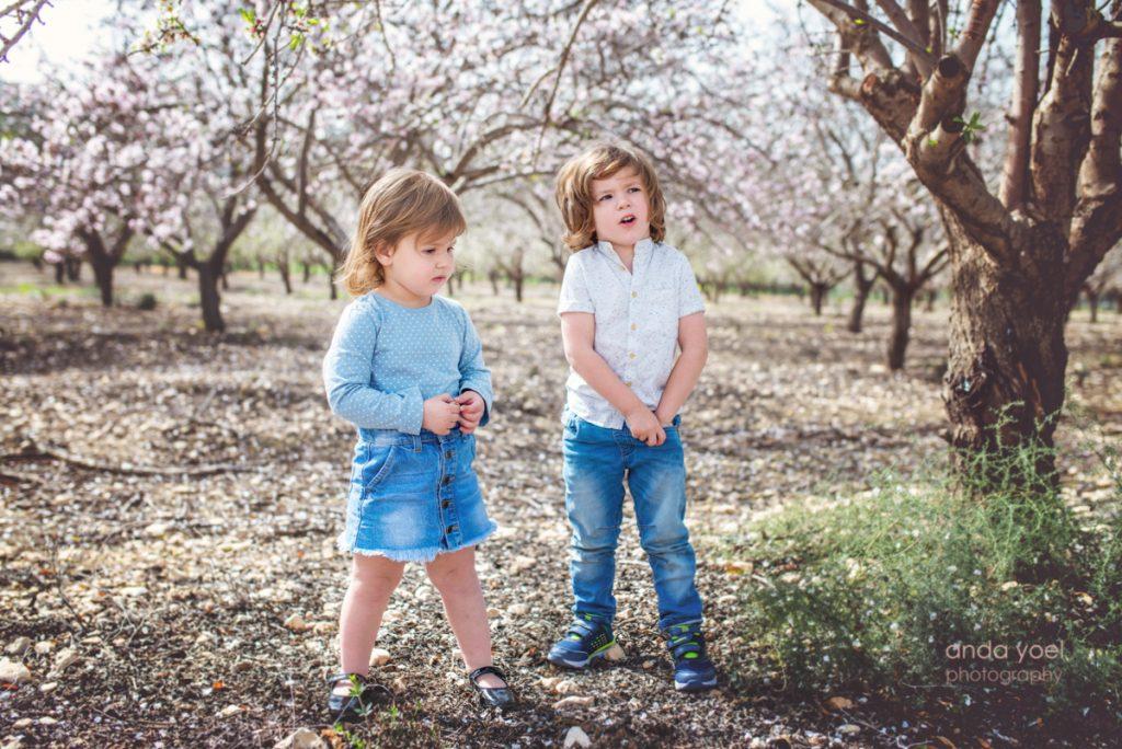 צילומי משפחה בטבע בשקדיות - אנדה יואל