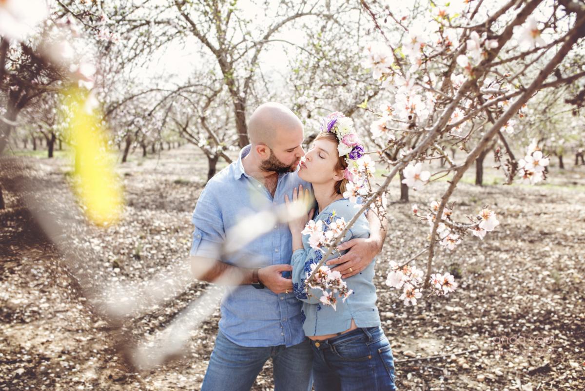 צילומי משפחה במטע שקדיות - צילומי משפחה בטבע