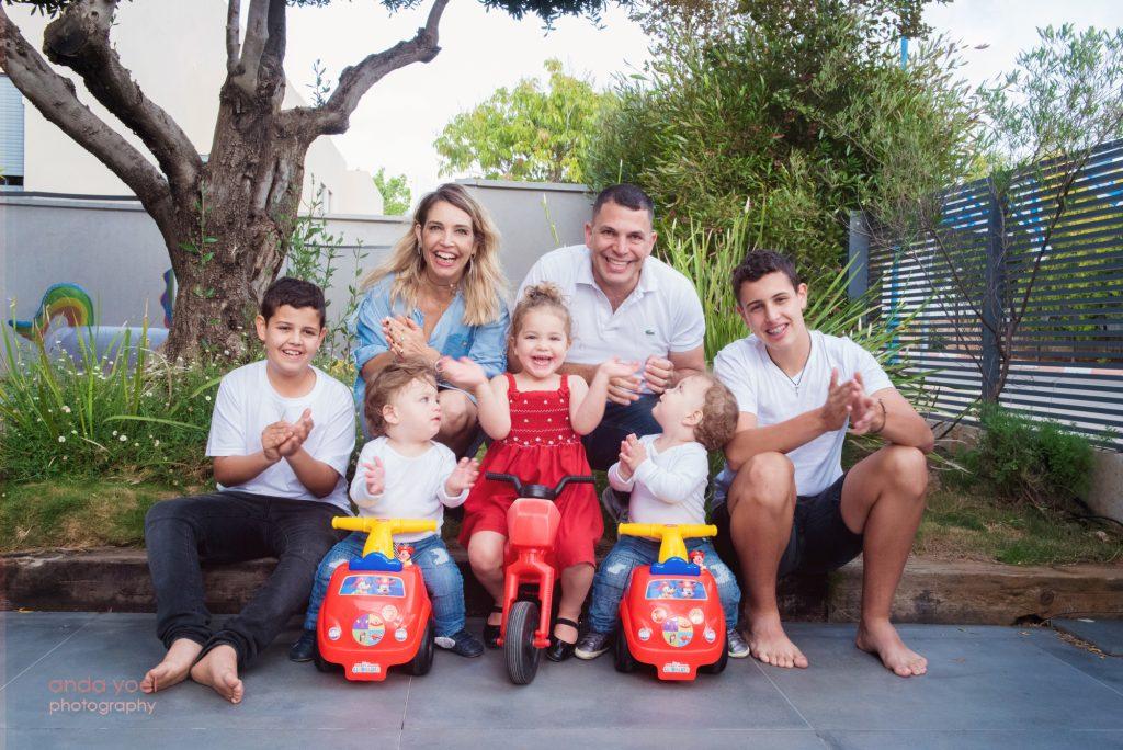 צילומי תאומים ומשפחה בבית - אנדה יואל