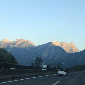 אחרי נסיעה ארוכה רואים את אזור ההרים של זלצבורג