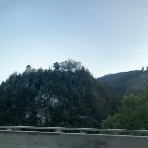 מצודת וורפן, אוטוטו מגיעים