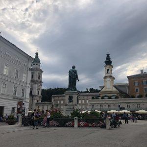 מטיילים בעיר היפה זלצבורג