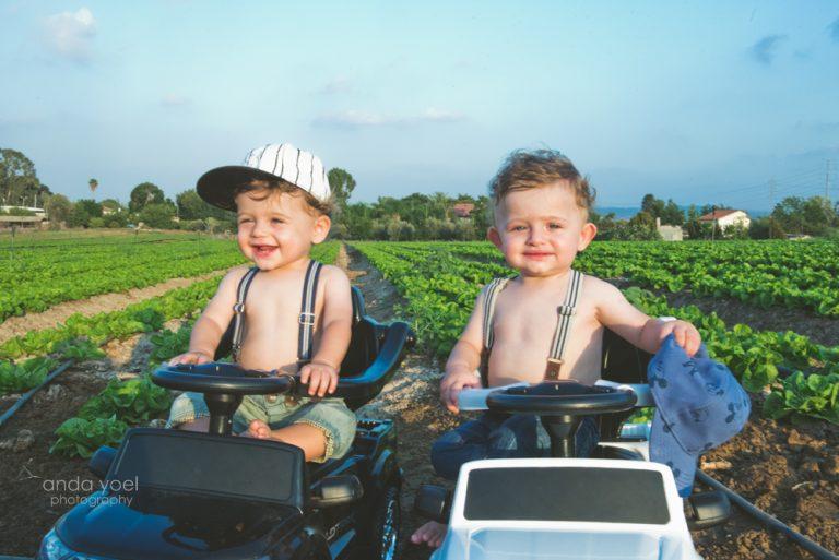 צילומי גיל שנה בטבע לתאומים עתי ויונתן - אנדה יואל