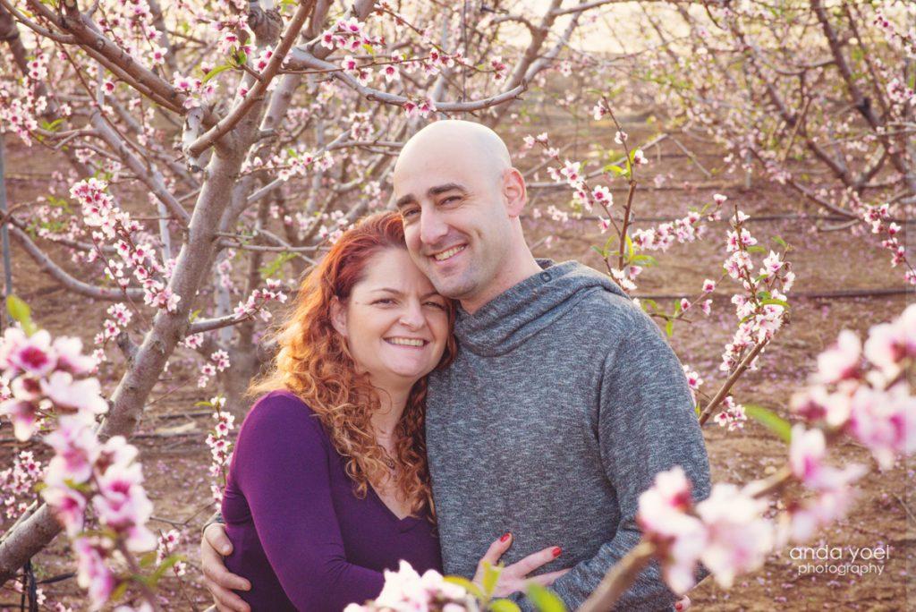 צילומי משפחה בטבע בפריחת השקדיות - אנדה יואל