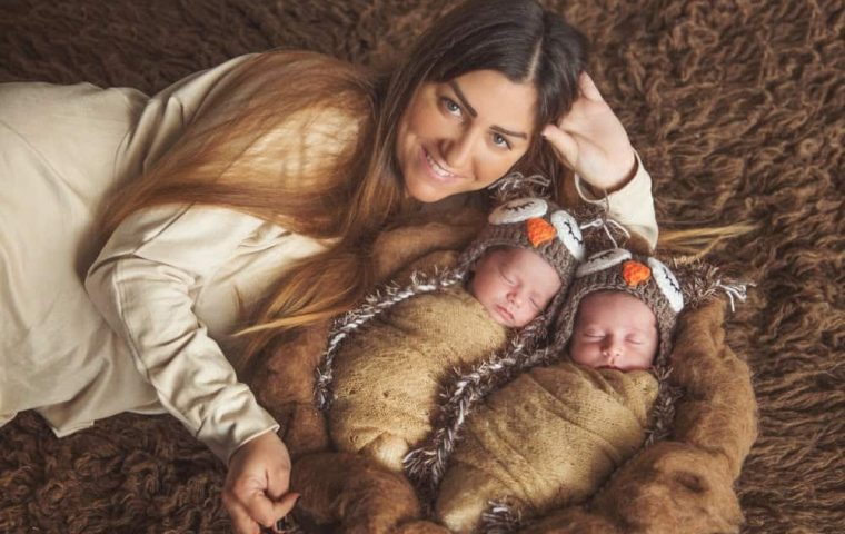 צילום ניובורן תאומים בבית, התאומות אדל ומיאל