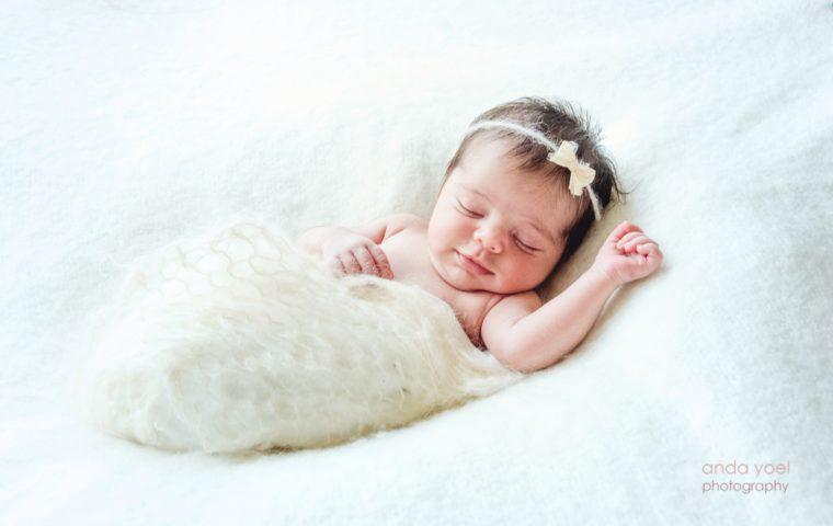 תינוקת ניו בורן באים לעולם חכמים