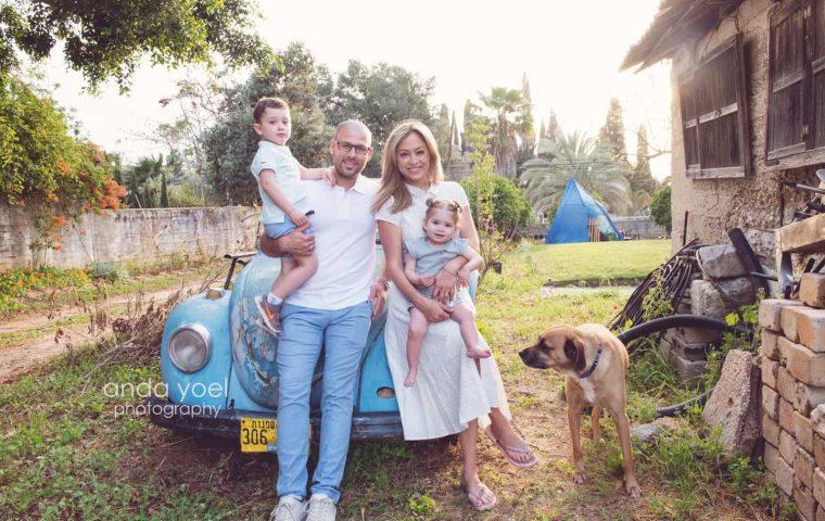 בוק צילומי משפחה בטבע עם ליהיא גרינר יוסי צבר ילדיהם וחיות המחמד