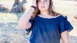 ילדה בחולצה כחולה בצילומי בוק בת מצווש - אנדה יואל